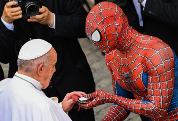 Людина-павук на загальній аудієнції  Папи Римського Франциска